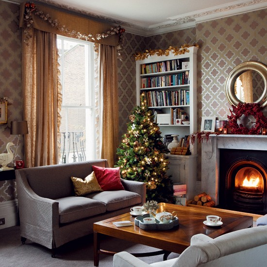 christmas living room timeless christmas decorating. Black Bedroom Furniture Sets. Home Design Ideas