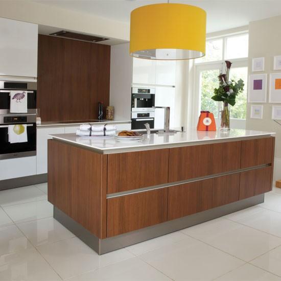 Contemporary Kitchen Island: Modern Kitchen With Stylish Island