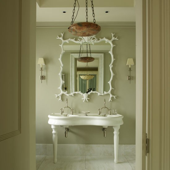 Modern French Bathroom: Classic Bathroom Decorating Ideas