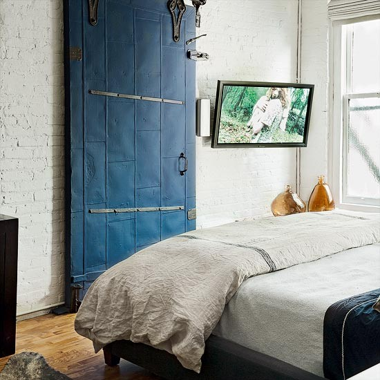 Take A Tour Around A New York Loft Apartment