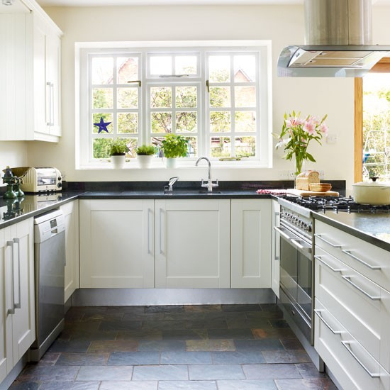 Country Style Kitchens: Light Country Style Kitchen