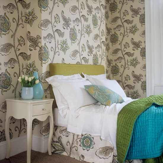 Bedroom Wallpaper Patterns: Choose A Large-scale Pattern