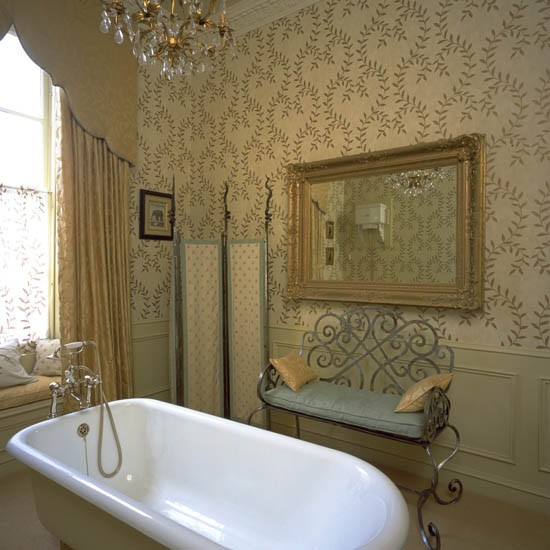 Bath Wallpaper Ideas: Traditional Bathroom Wallpaper