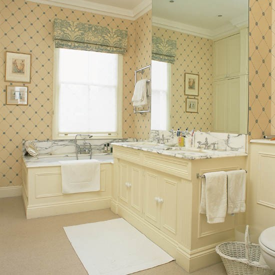 Bath Wallpaper Ideas: Delicate Geometric Wallpaper