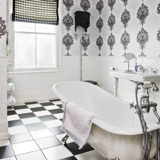 Art Deco-style Monochrome Bathroom