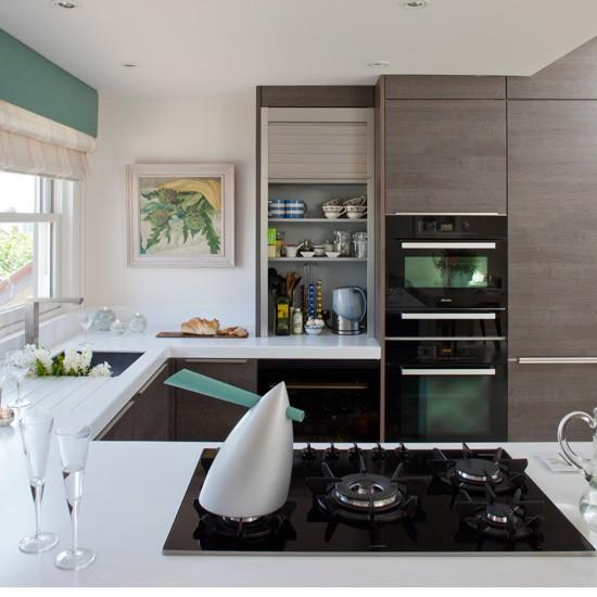 Modern Open Kitchen: Streamlined Modern Kitchen