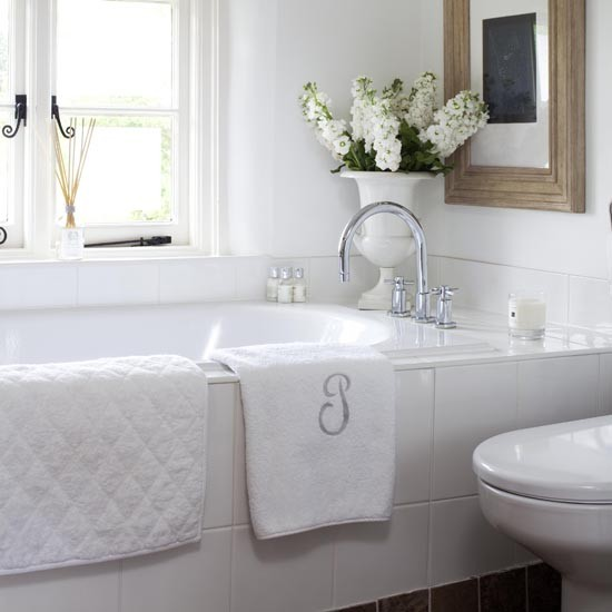 House Beautiful Bathrooms 2015: DOM : Bela Kupatila