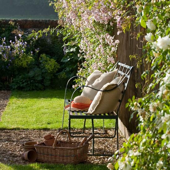 symmetrical detail spacious wiltshire garden tour. Black Bedroom Furniture Sets. Home Design Ideas