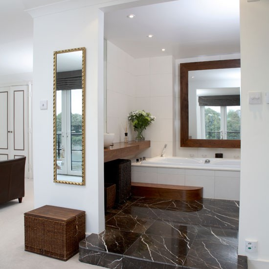 Bedroom With Ensuite Bathroom: En-suite Bathroom With Open-plan Design