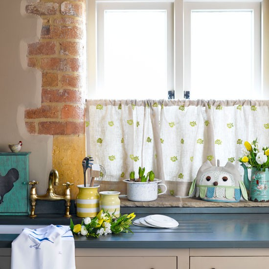 Dress The Window In Style Country Kitchens For Summer