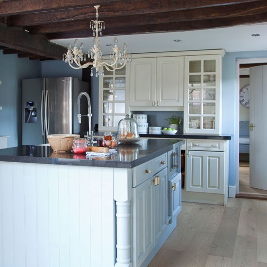 Blue Kitchen Walls: Blue-painted Country Kitchen