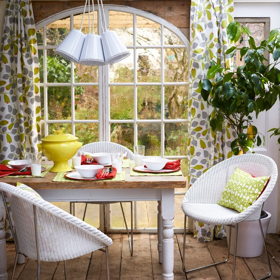 Home Garden Design Ideas Houzz Green Tropical House Small: Vibrant Garden Dining Room