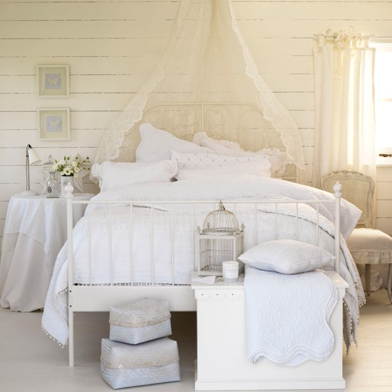 White Decorated Rooms: Country Decorating Ideas