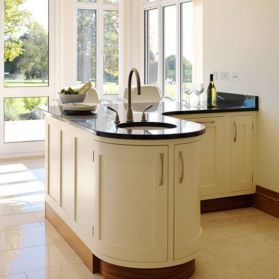 Kitchen With Peninsula: Be Inspired By A Cream Painted Country