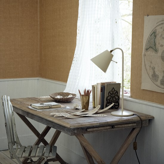 Distressed Home Decor: Distressed Wooden Home Office