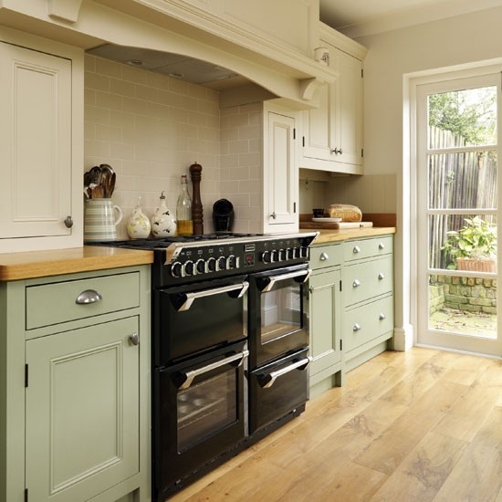 Green Painted Kitchen Galley: Grey Shaker-style Kitchen With White Splash Back And Cup