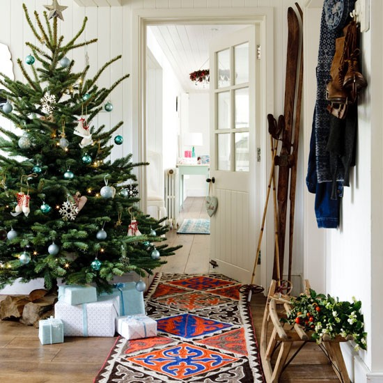 33 Best Christmas Country Living Room Decorating Ideas: Christmas Hallways