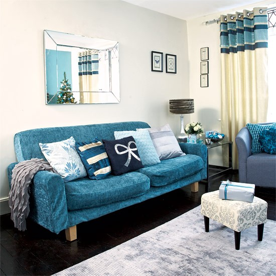 Teal Living Room Ideas: Festive Teal And Silver Living Room