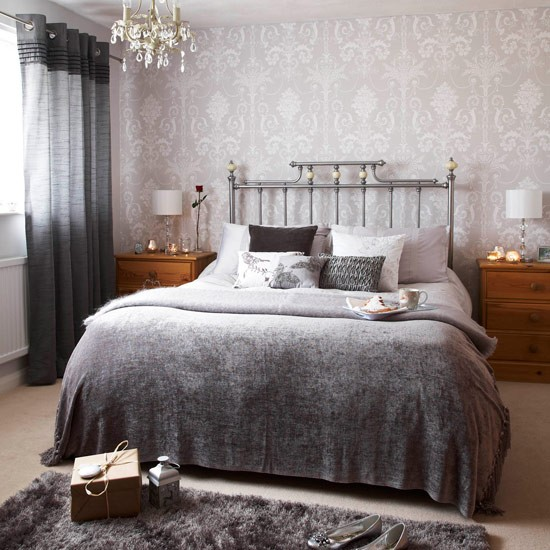 Grey Bedroom Decorating: Silver Wallpaper Bedroom 2017