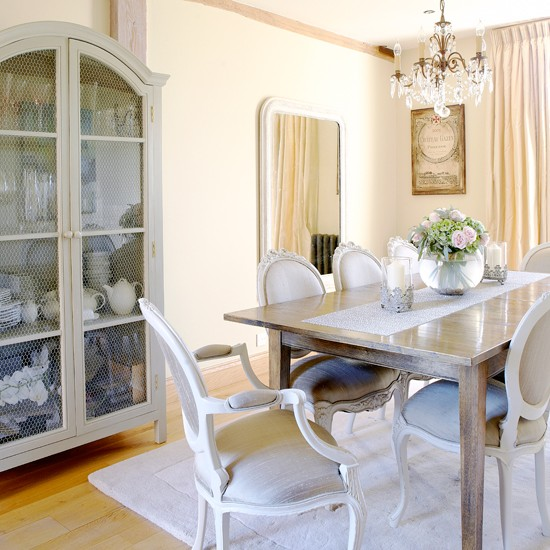 Country Dining Room: Cream Country Dining Room