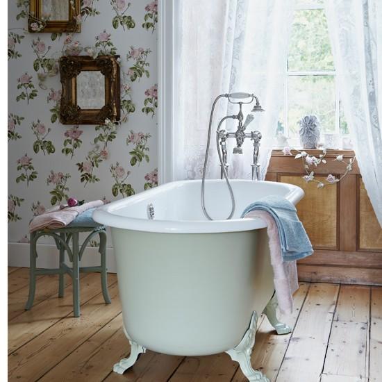 Housetohome Co Uk: Vintage Chic Floral Bathroom