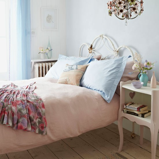 Shabby Chic Bedrooms Adults: Sleep In A Shabby Chic Bed