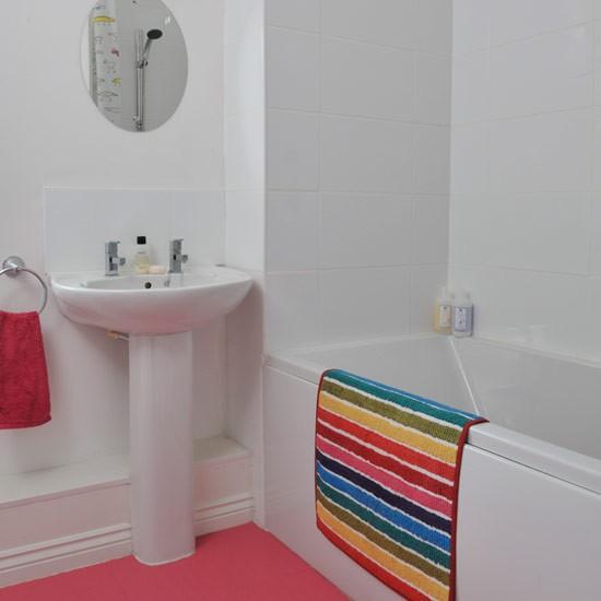 Rubber Bathroom Flooring Options: Family Bathroom Ideas