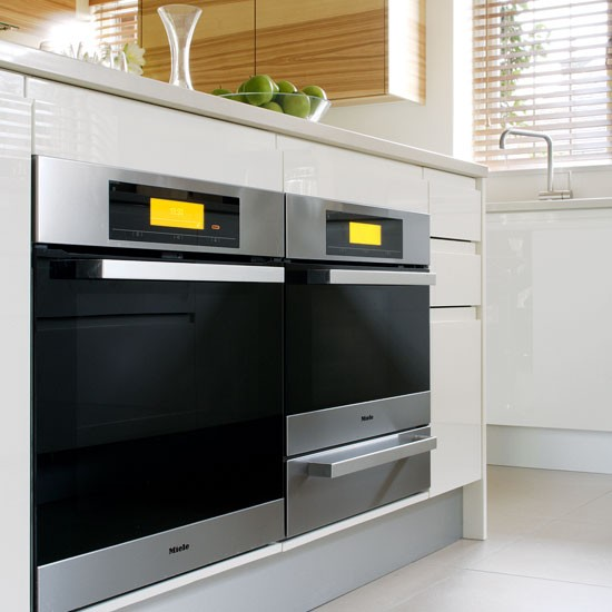 Built Under Ovens Tour A White And Glossy Parapan