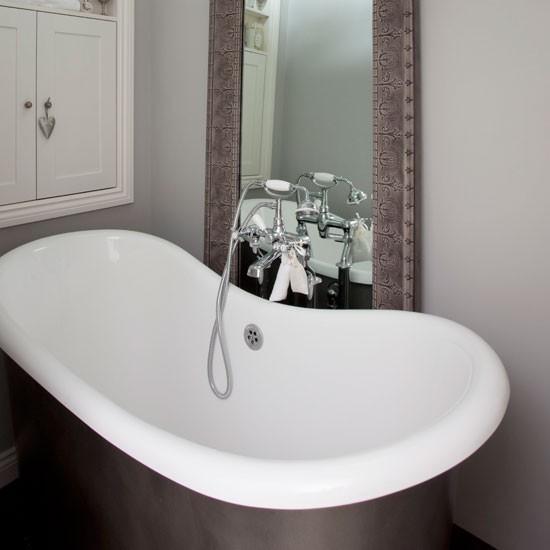 Grey Country Bathroom With Rolltop Bath: Pale Grey Bathroom With Roll Top Bath