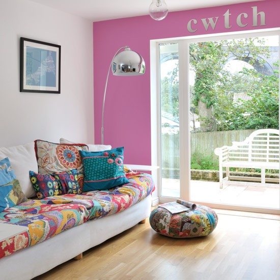 Summer Living Room Ideas: Pink And Patchwork Living Room