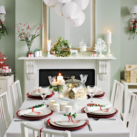 Dining Room Christmas Decorations: Green Festive Dining Room