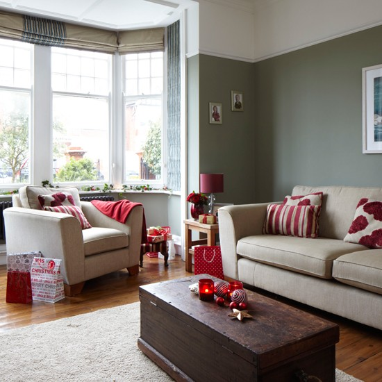 Red Living Room: Grey And Red Festive Living Room