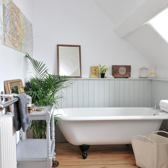 Grey Country Bathroom With Rolltop Bath: Country-style Roll-top Bath
