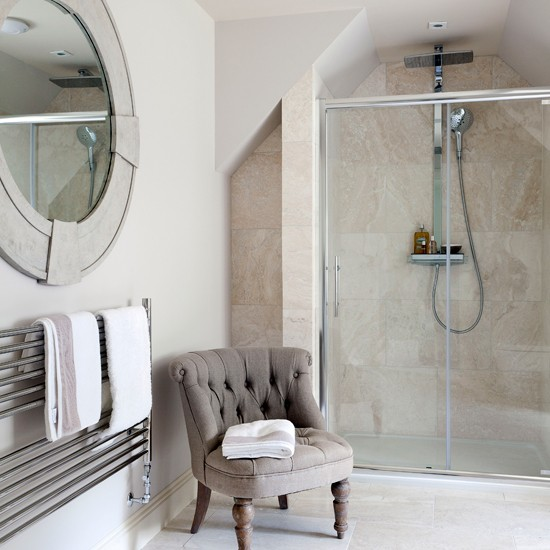 Classic En-suite Bathroom With Travertine Tiles