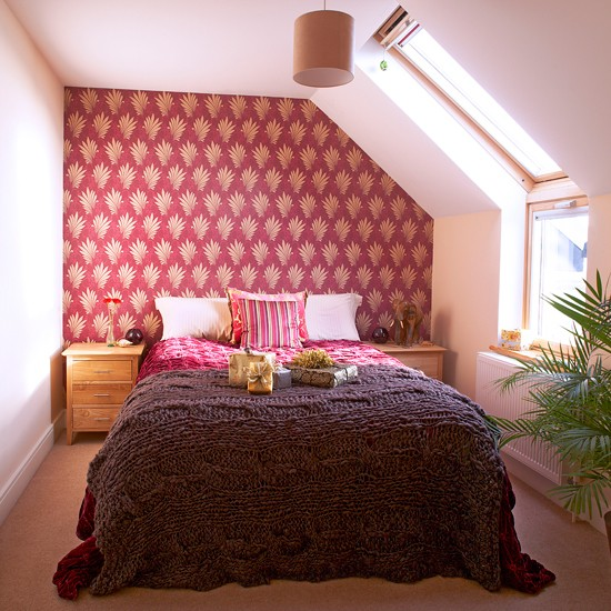 Burgundy Bedroom Ideas: Red And White Bedroom With Patterned Wallpaper