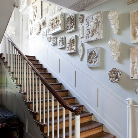 Chic Ways To Decorate Your Staircase Wall: Summer Style Home Trends Decorating