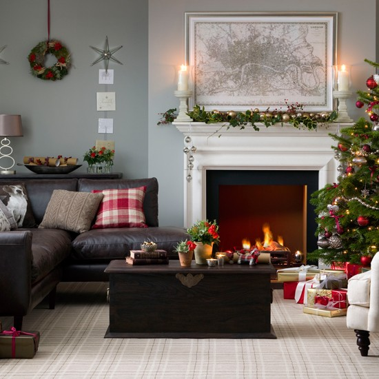 Traditional Christmas Decorating Ideas: Traditional Neutral Festive Living Room