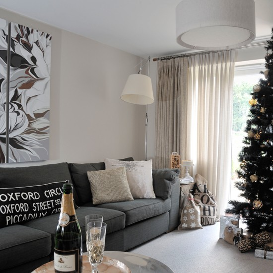 Glamorous Living Room Designs That Wows: Glamorous Festive Living Room