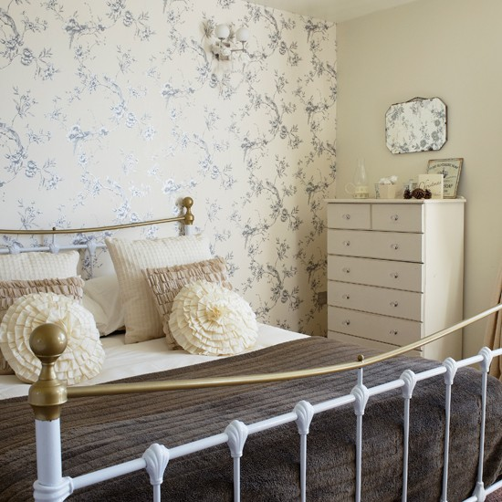 Country Bedrooms: Pale Cream Country Bedroom