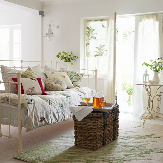 Classic white living room summer living room ideas - Daybed in living room ...