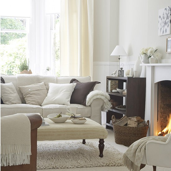 White Lounge Decor Ideas: Living Room In Soft Natural Shades
