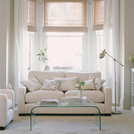 White Living Room: White Living Room With Clear Furniture