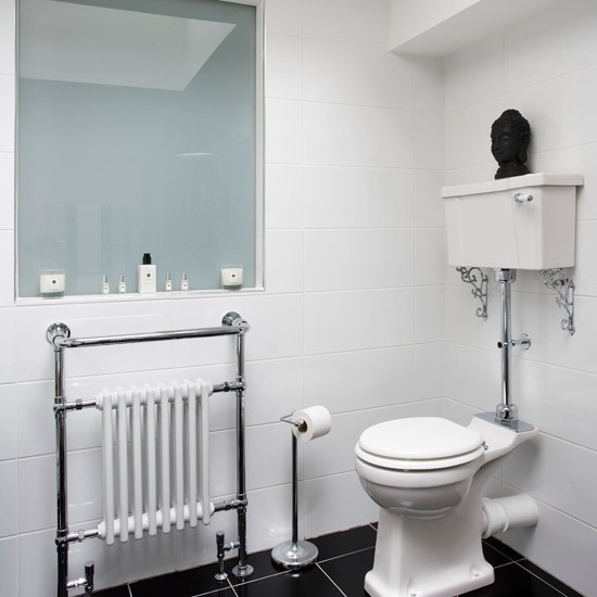 Images Of Black And White Bathrooms: Classic White Bathroom With Black Floor Tiles