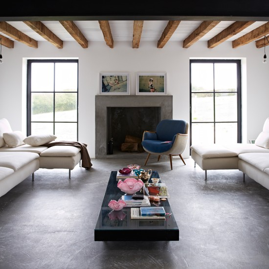 10 White Rustic Rooms: Rustic Living Room With Modern White Sofas