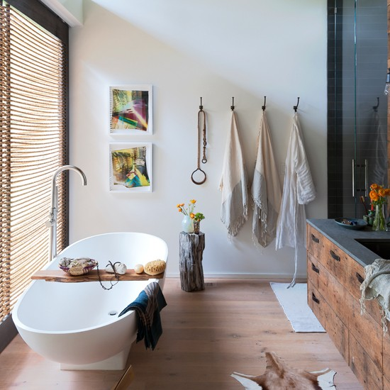 white nautical bathroom with rope blind bathdroom decorating. Black Bedroom Furniture Sets. Home Design Ideas