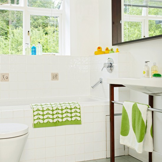 Green Home Bathroom: White Bathroom With Green Accents