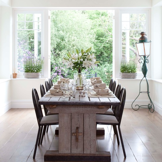 Rustic Dining Room Decor: White Dining Room With Rustic Table