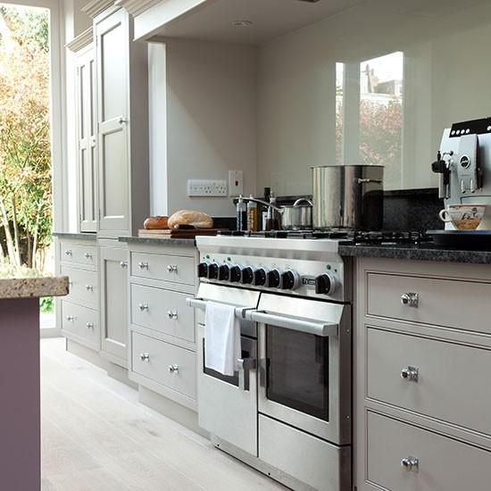 Grey Kitchen Cabinets Ideas: Pale Grey Kitchen With Range Cooker