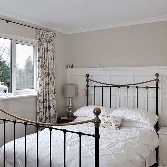 white and cream bedroom bedroom decorating housetohome. Black Bedroom Furniture Sets. Home Design Ideas