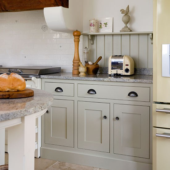 Kitchens With White Shaker Style Cabinets: Neutral Shaker-style Kitchen